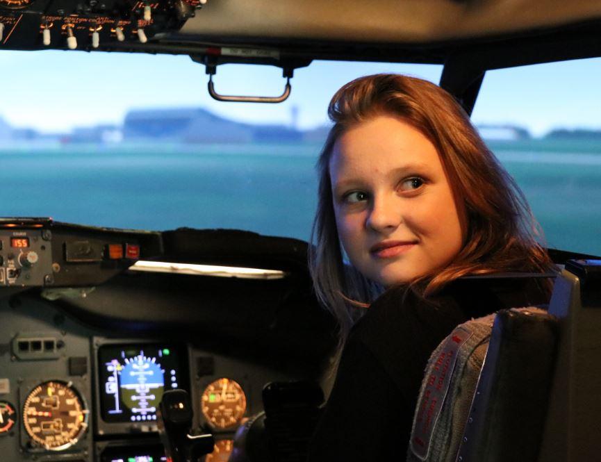 FIZMIX konkursa uzvarētāji lido ar Boeing simulatoru